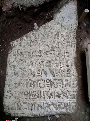 حجر أثرى يعود لعصر الملك إخناتون (6)