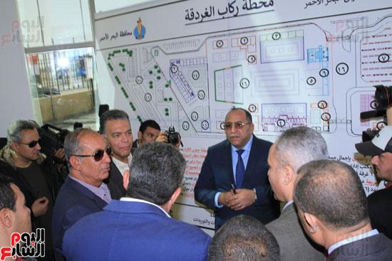 وزير النقل يدشن محطة متعددة الأغراض بميناء سفاجا  (1)