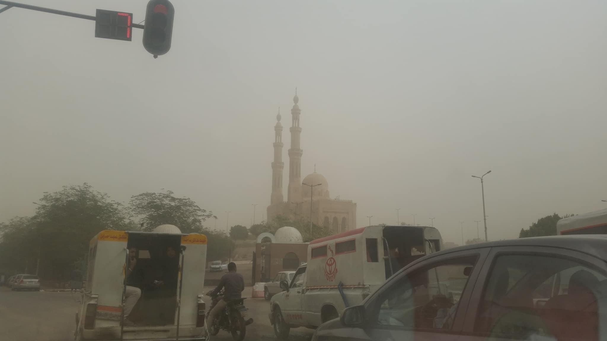 العواصف الترابية بمدينة أسوان
