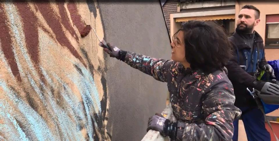 آية خلال رسم جرافيتى عمر الشريف