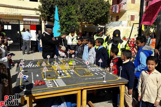 تعليم الاطفال القواعد المرورية خلال المشروع