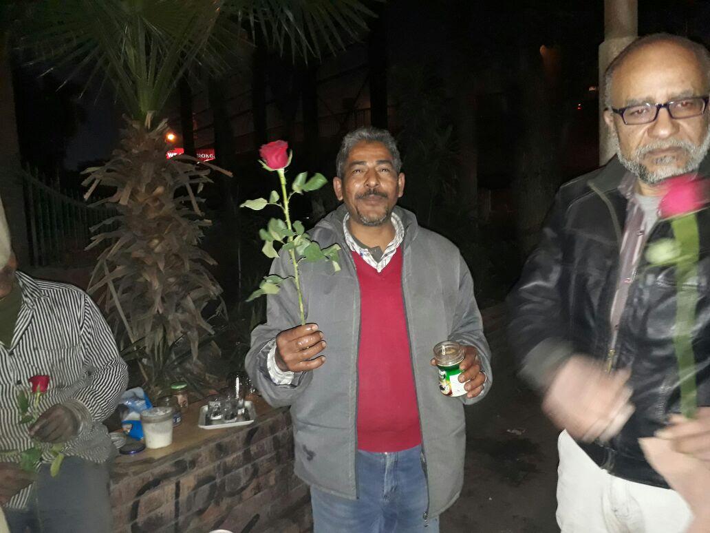 توزيع الورود1