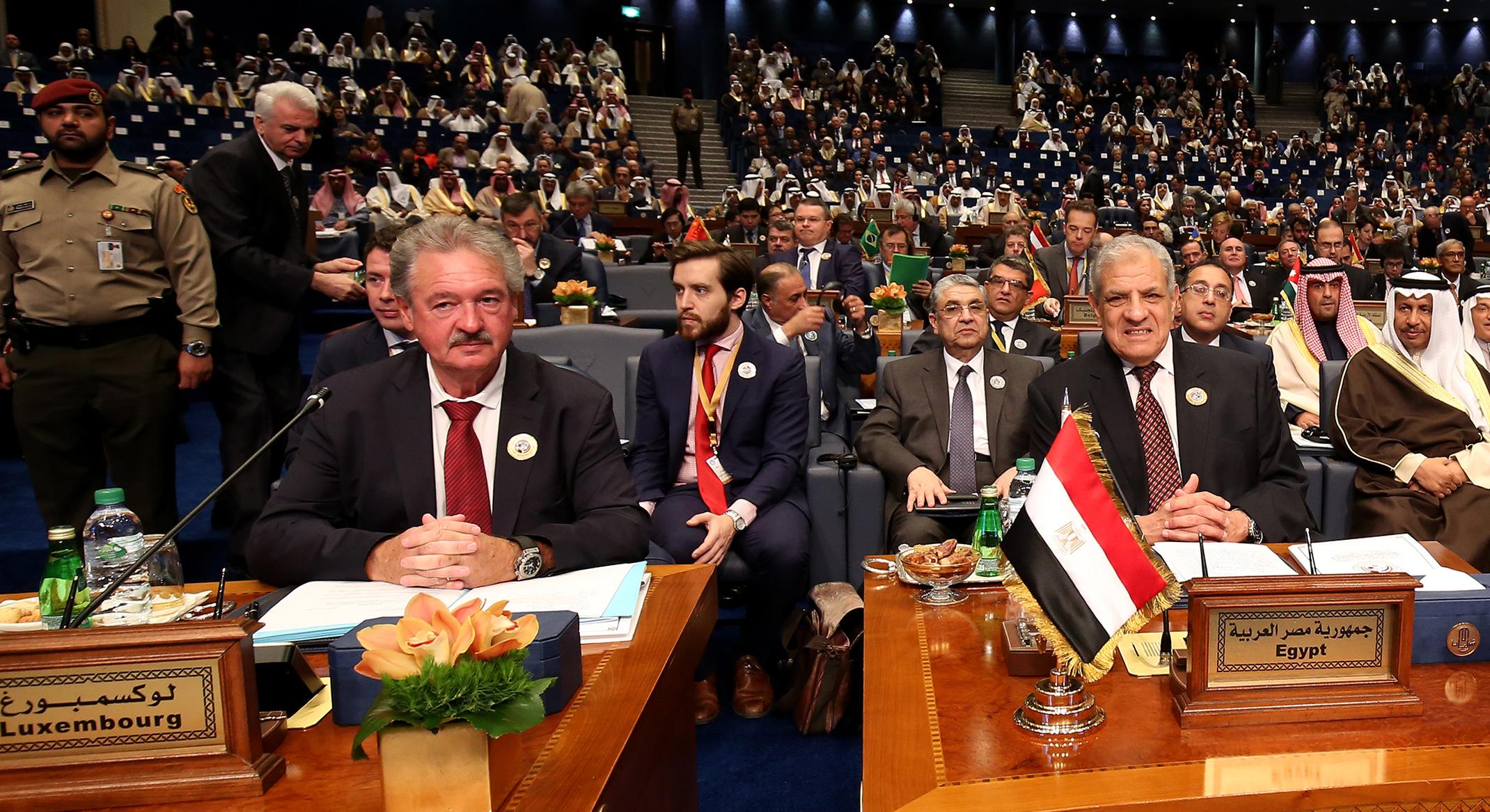 إبراهيم محلب رئيس وفد مصر فى المؤتمر الدولى
