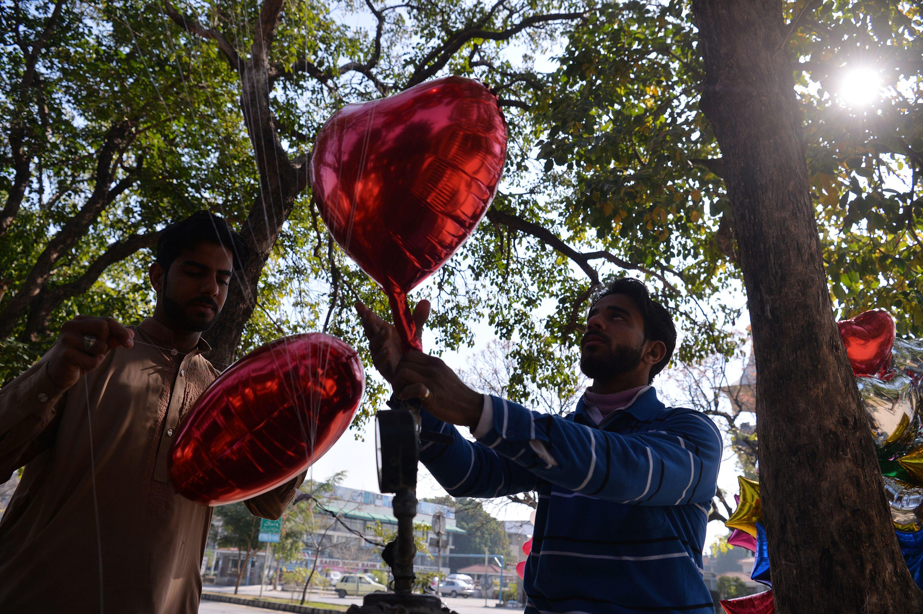 رجل يبيع القلوب فى باكستان