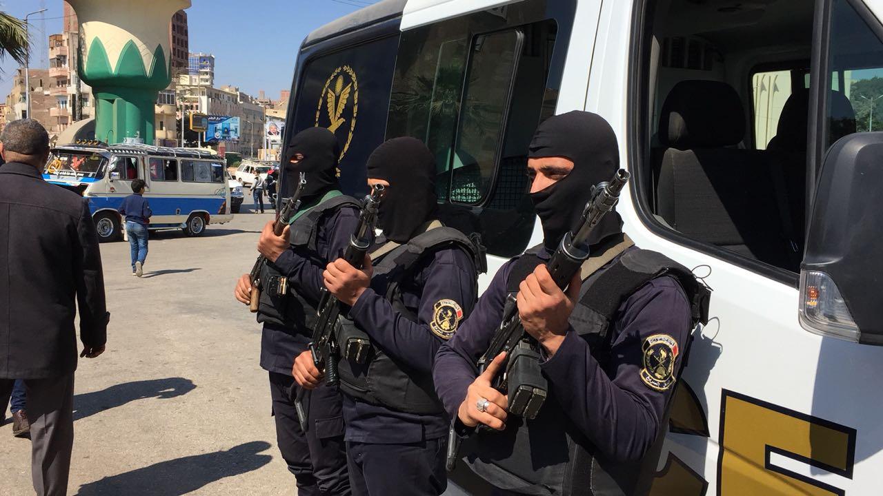 مدير أمن سوهاج يتفقد الأقوال الأمنية بمحيط المدينة  (4)