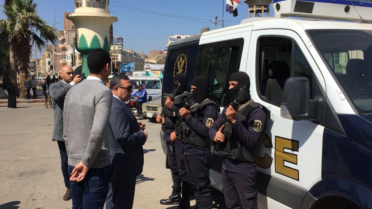 مدير أمن سوهاج يتفقد الأقوال الأمنية بمحيط المدينة  (3)