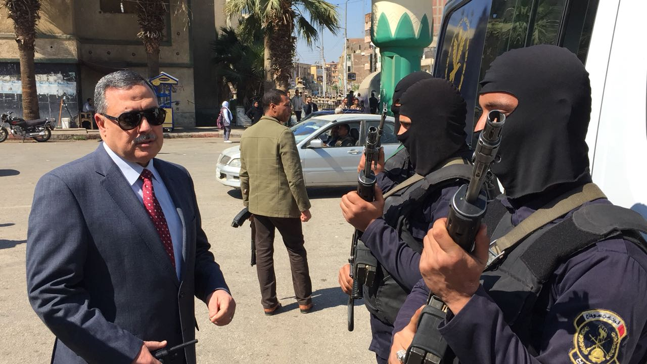 مدير أمن سوهاج يتفقد الأقوال الأمنية بمحيط المدينة  (2)