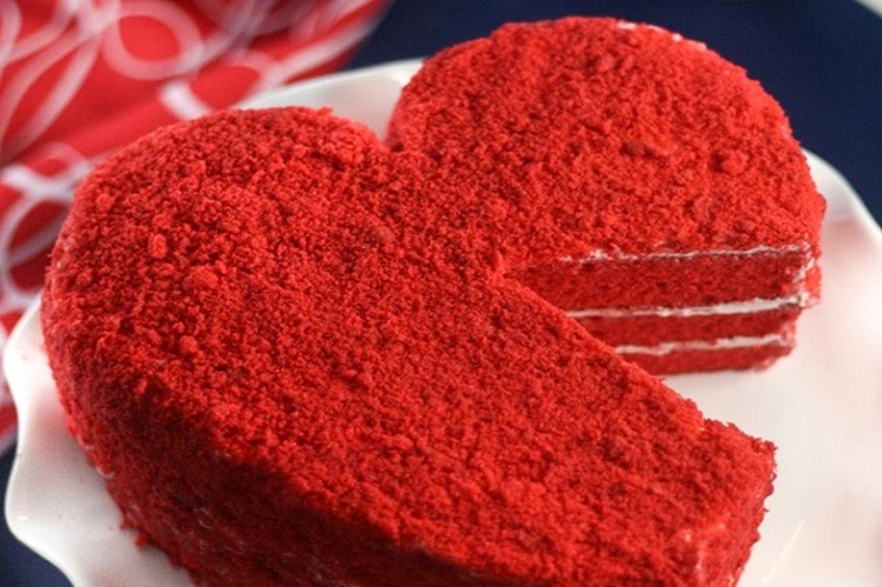 فى عيد الحب اللون الاحمر السائد عن كل الالوان