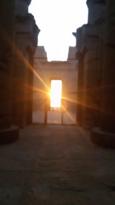 الشمس تتعامد على قدس أقداس معبد كلابشة بأسوان (5)