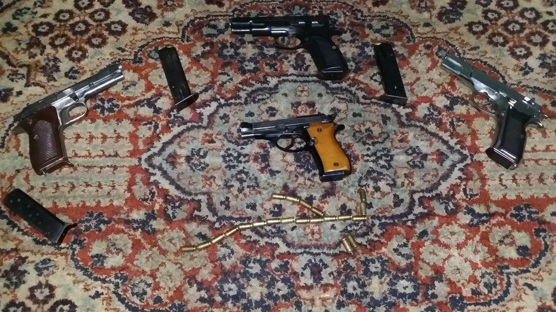 أسلحة نارية خاصة بالمتهم بحر