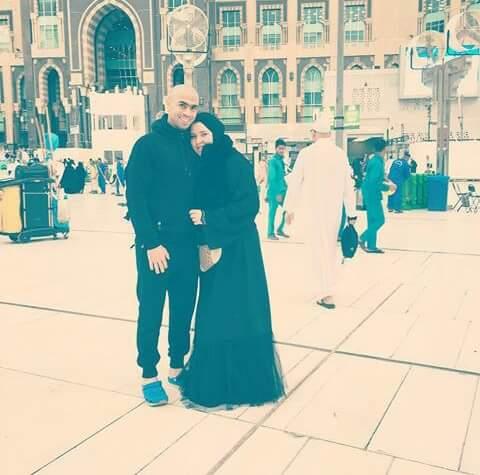 أحمد فتحى ونورا زوجته