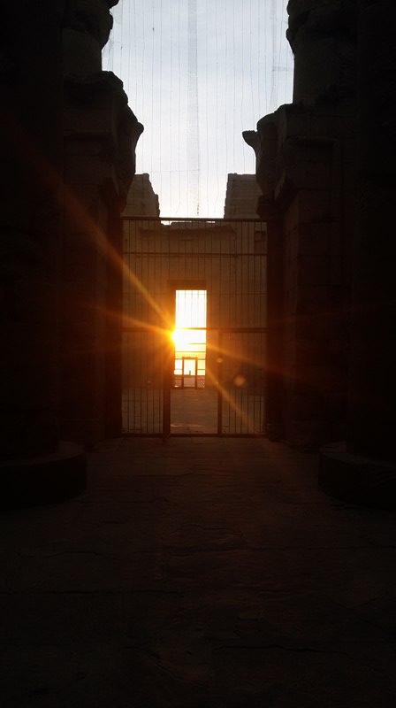 الشمس تتعامد على قدس أقداس معبد كلابشة بأسوان (2)