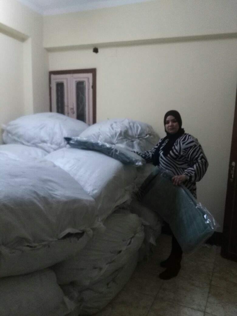 جانب من توزيع المساعدات علي أهاي الاقصر