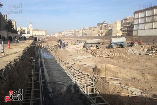 المحافظ يؤكد: مقايسات لمنازل نجع أبو عصبة وتعويض الأهالى للبدء فى إزالتها واستكمال الطريق نهاية الشهر