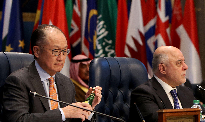 رئيس البنك الدولي جيم يونغ كيم ورئيس الوزراء العراقي حيدر العبادي