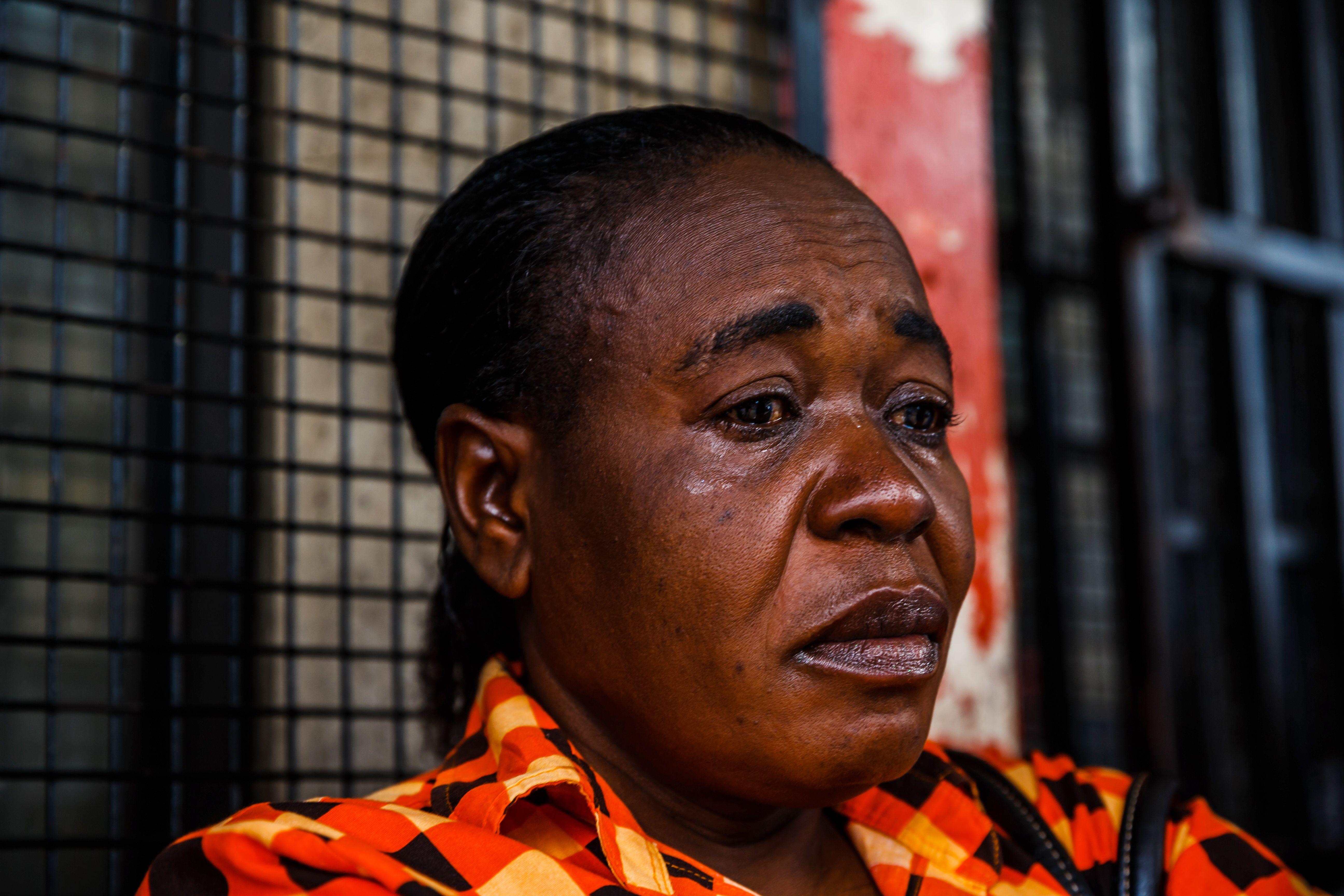 سيدة تبكى على وفاة زعيم المعارضة الزيمبابوية