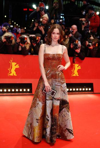 الممثلة-إميليا-شويل