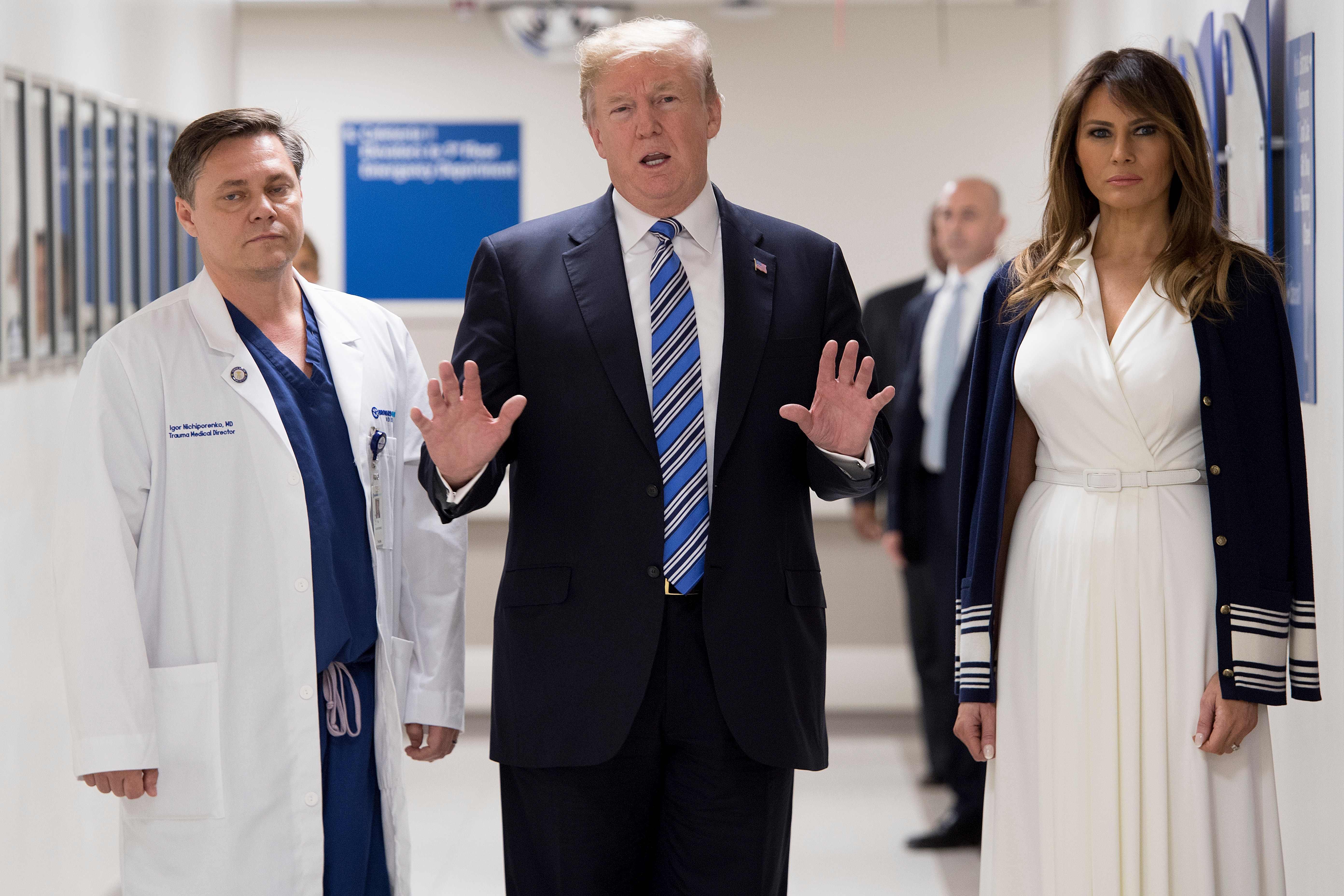 ترامب وزوجته يزوران المصابين فى حادث إطلاق النار