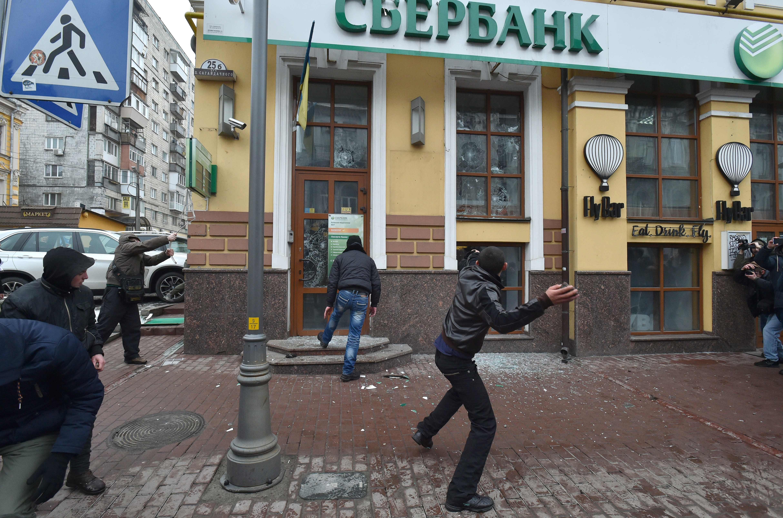 مظاهرات تتحول لأعمال شغب بكييف
