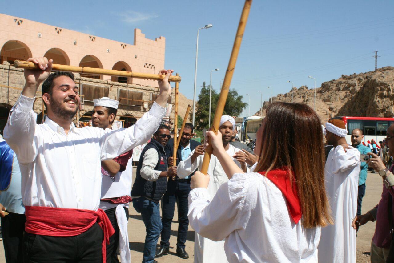 عروض لفرقة اليونان على المزمار بمهرجان أسوان للثقافة والفنون (1)