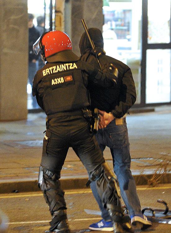 جانب من حملة الاعتقالات فى إسبانيا
