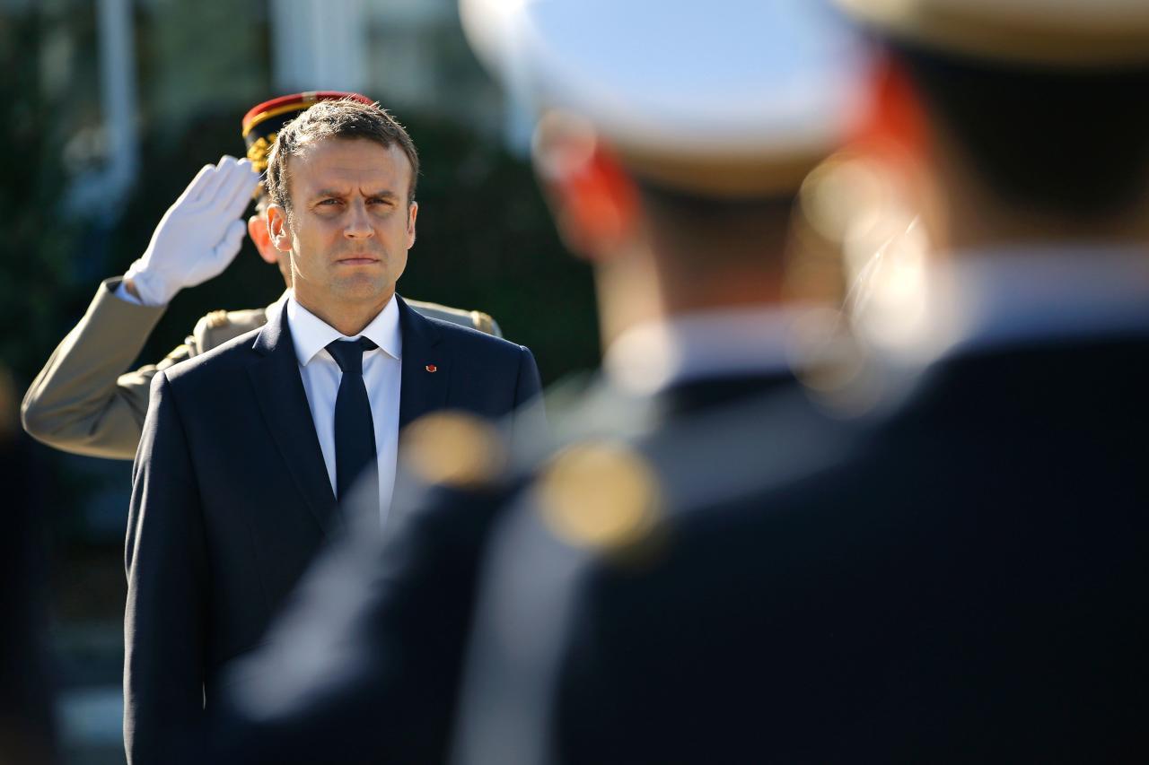 ماكرون يتبنى نهج صارم للحفاظ على معايير فرنسا العلمانية