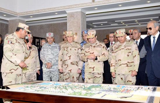 الرئيس السيسى وكبار مسئولى الدولة فى مقر قيادة قوات شرق القناة لمكافحة الإرهاب