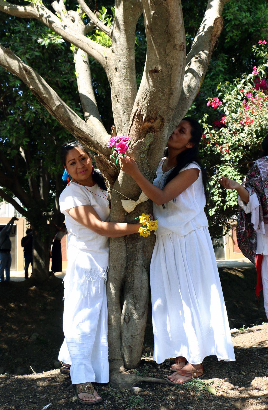 فتيات مشاركة في الحفل