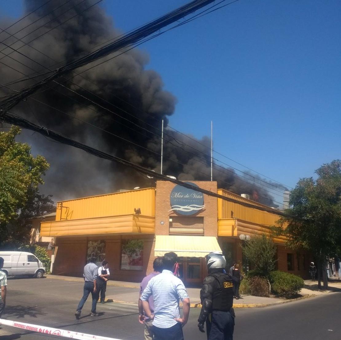 حريق يلتهم أحد المطاعم بتشيلى