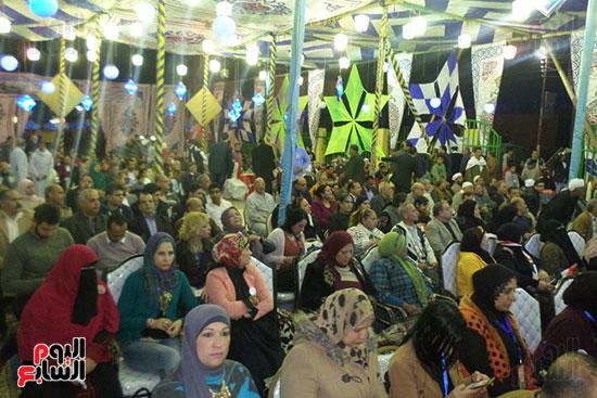 جانب من الحضور من النساء