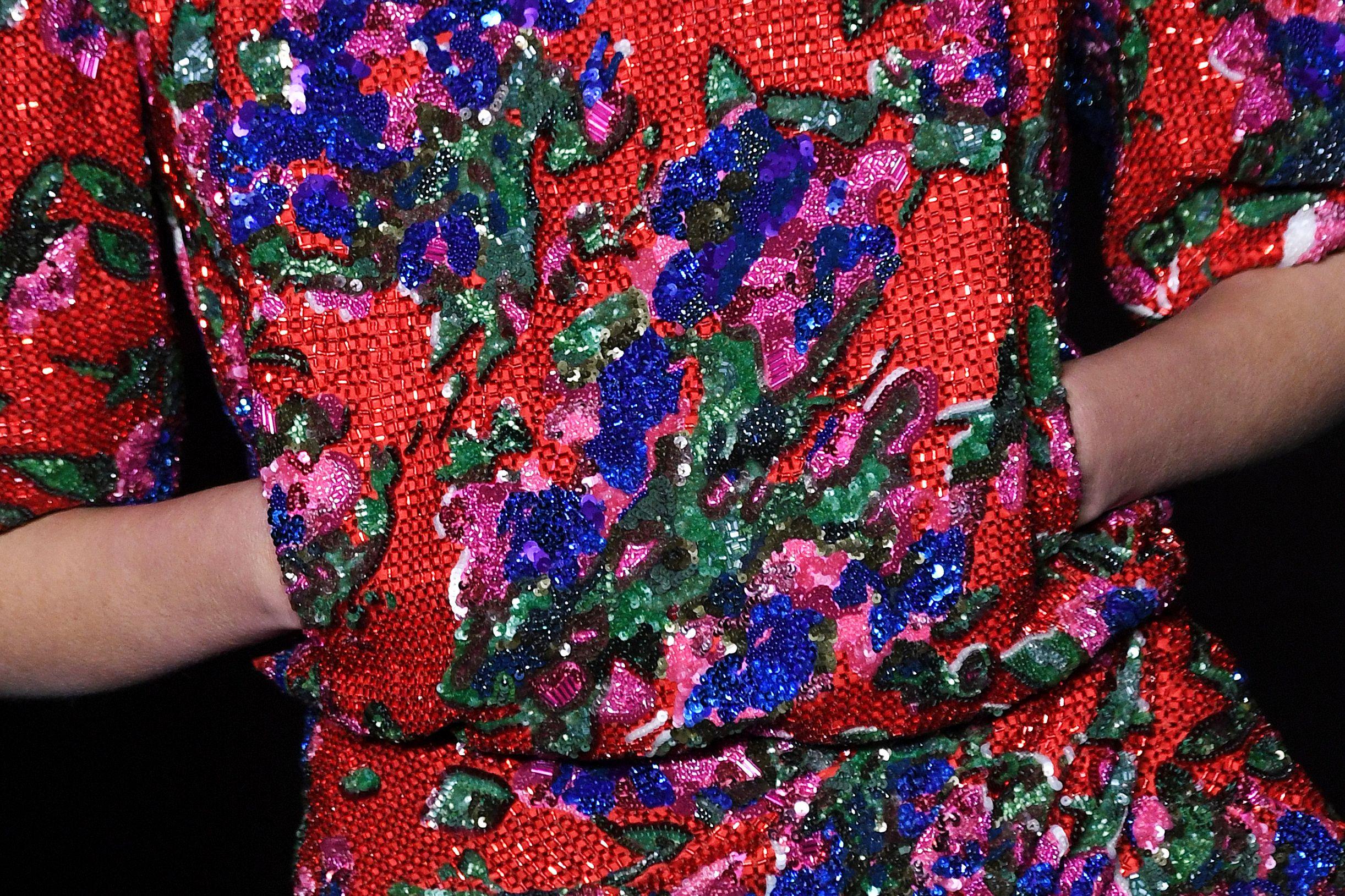 فستان ذو ألوان مختلفة