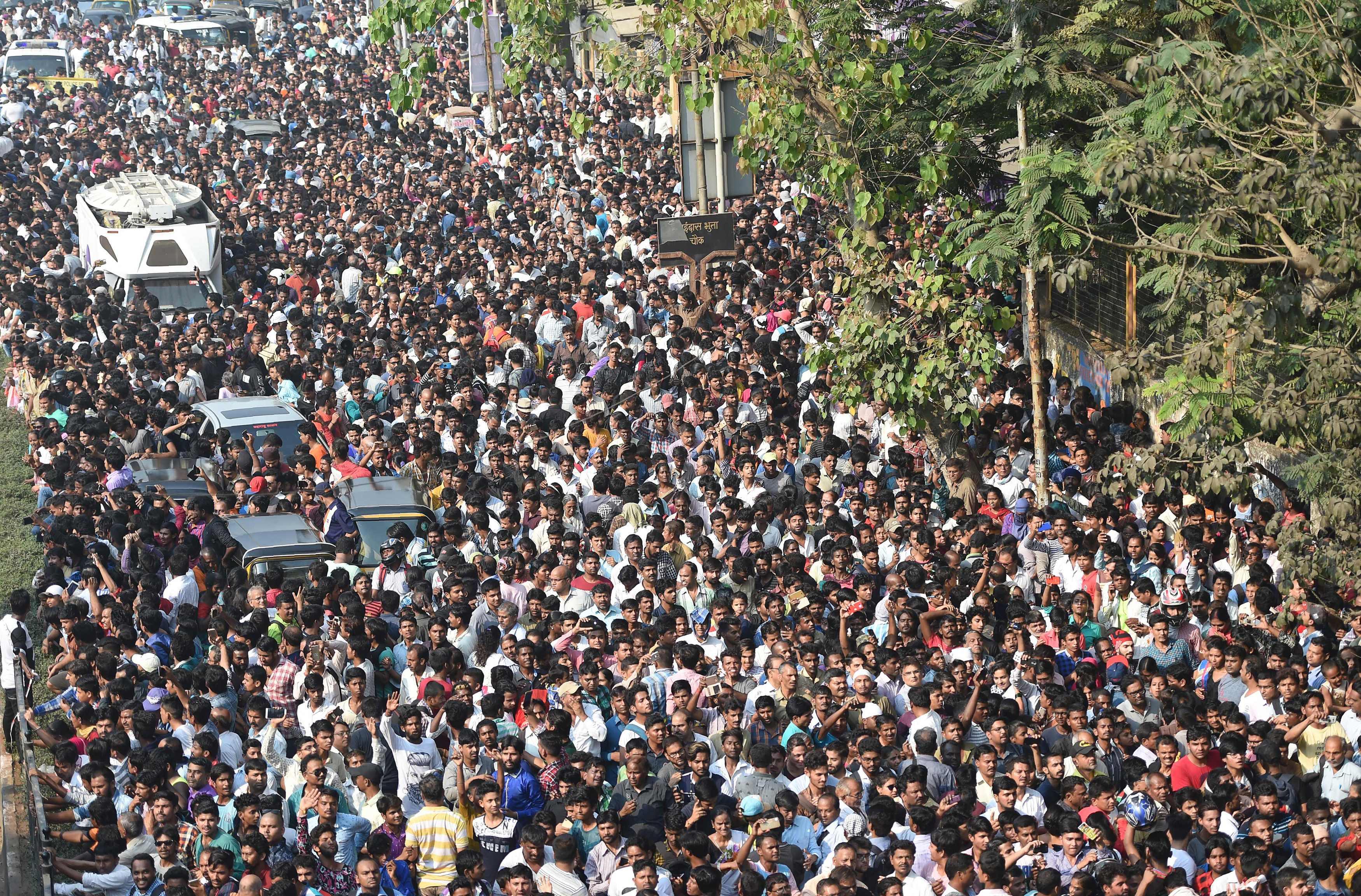 حضور كبير للنجوم الهند بجنازة سريديفي كابور