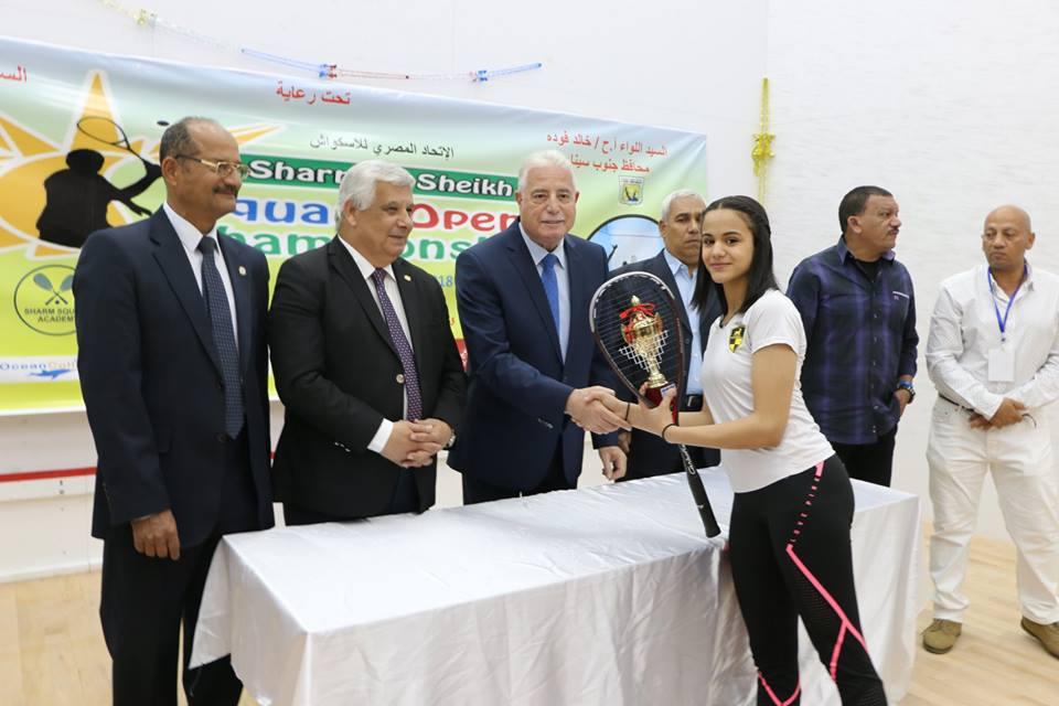 اللواء خالد فودة محافظ جنوب سيناء اثناء توزيع الجوائز