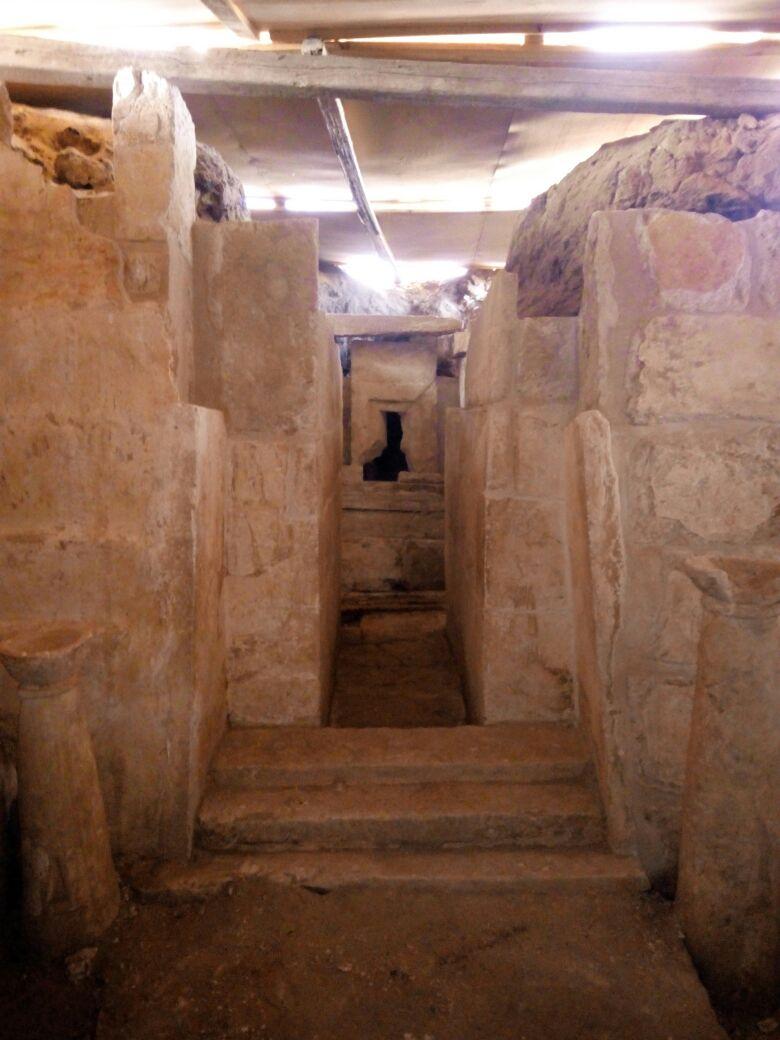 مقبرة حتبت المكتشفة بالجبانة الغربية (3)