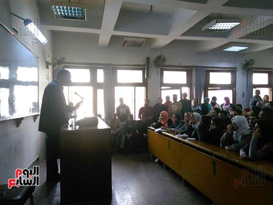 وزير التموين يطمئن المواطنين (8)