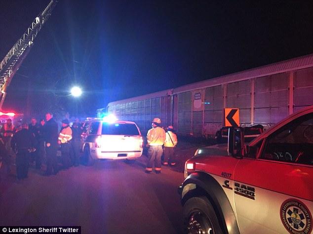 اللحظات الأولى بعد تصادم قطارين بأمريكا ومقتل وإصابة 72 شخصا