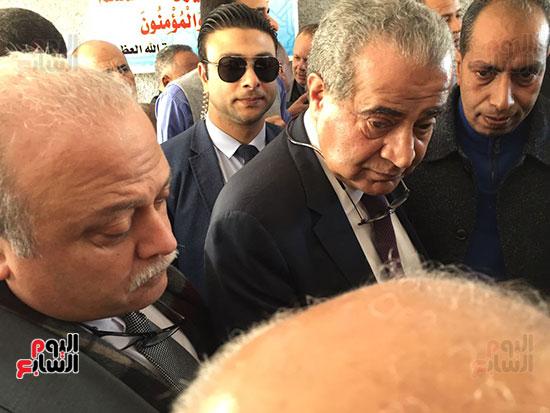 وزير التموين يطمئن المواطنين (9)