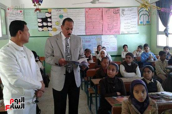 جولات قيادات التعليم علي المدارس