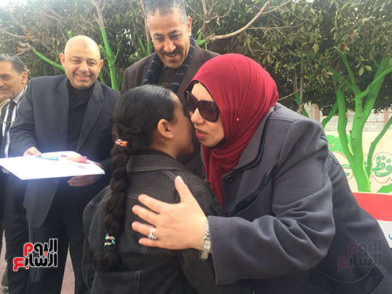 وكيل تعليم شمال سيناء مع الطلبة
