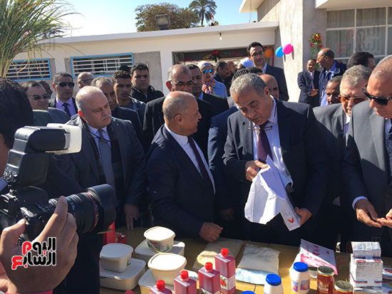 وزير التموين يطمئن المواطنين (4)