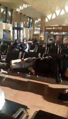 ركاب مصريين عالقين بمطار الرياض