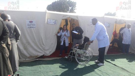 مستشفى سعاد كفافى تنظم مستشفى ميدانية لخدمة الأهالى بمدينة إسنا