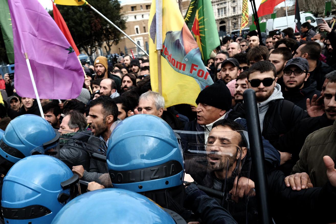 المئات يتظاهرون فى روما ضد زيارة أردوغان