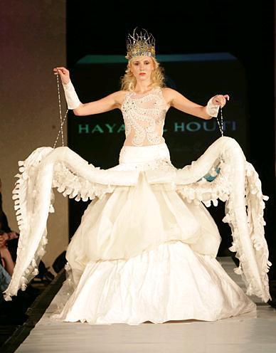 فستان زفاف مجنح