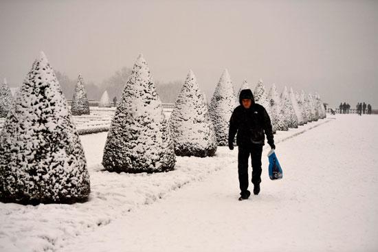 تساقط كثيف للثلوج فى باريس