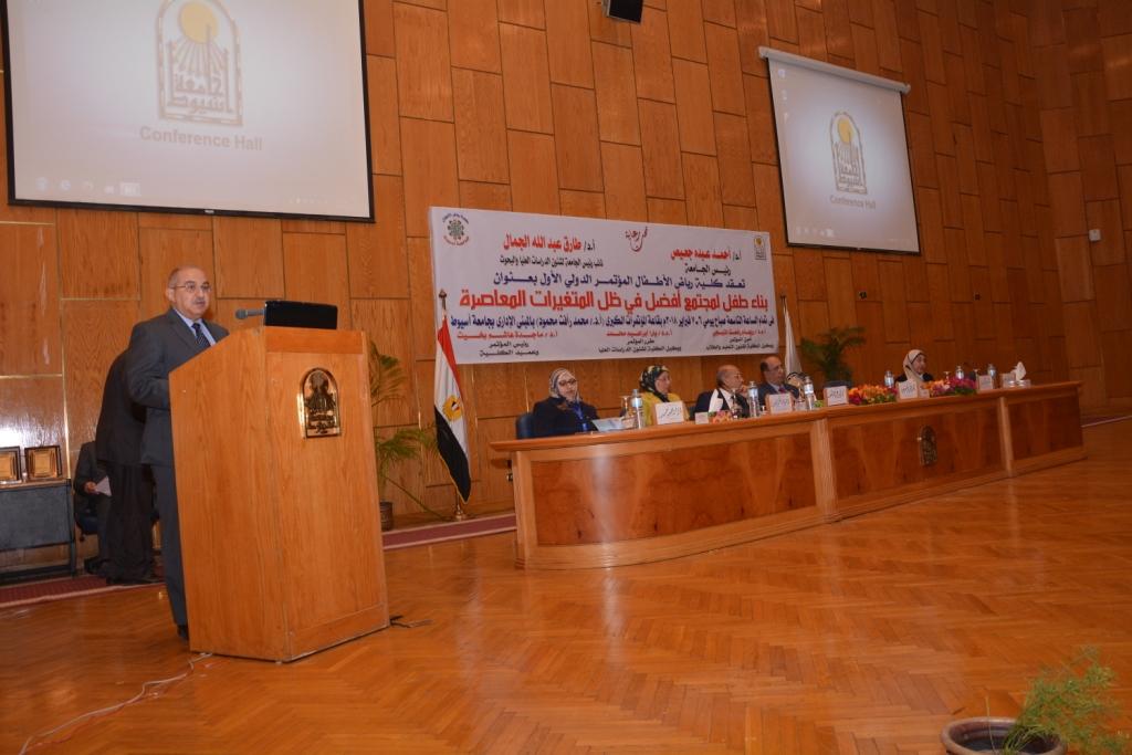 رئيس جامعة أسيوط حريصون علي دعم الأطفال من ذوى الاحتياجات الخاصة (9)