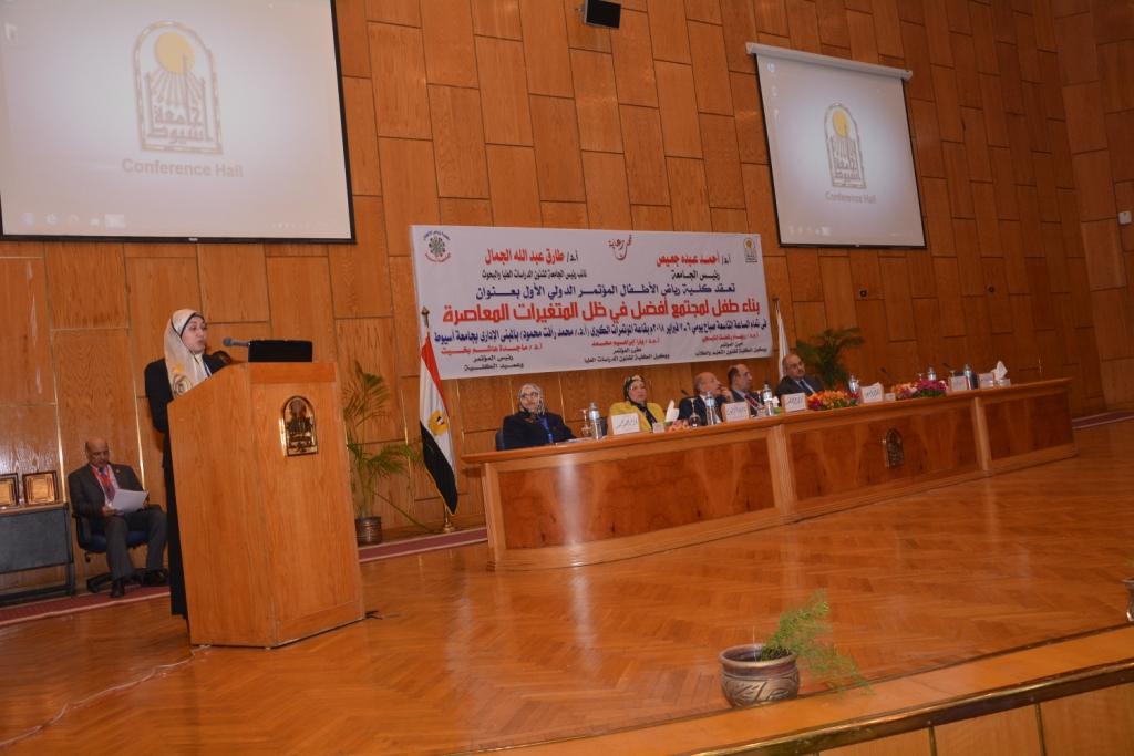 رئيس جامعة أسيوط حريصون علي دعم الأطفال من ذوى الاحتياجات الخاصة (7)
