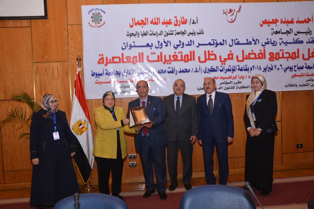 رئيس جامعة أسيوط حريصون علي دعم الأطفال من ذوى الاحتياجات الخاصة (11)
