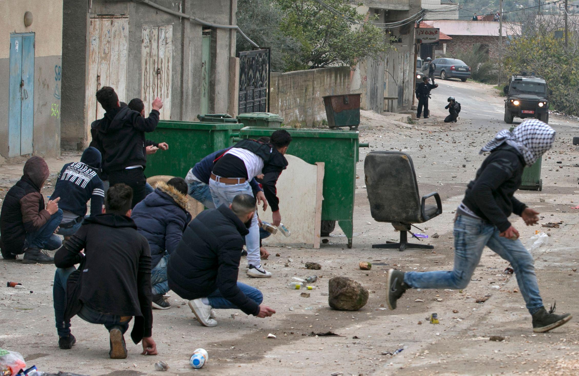 اشتباكات فى فلسطين عقب استشهاد أحمد جرار