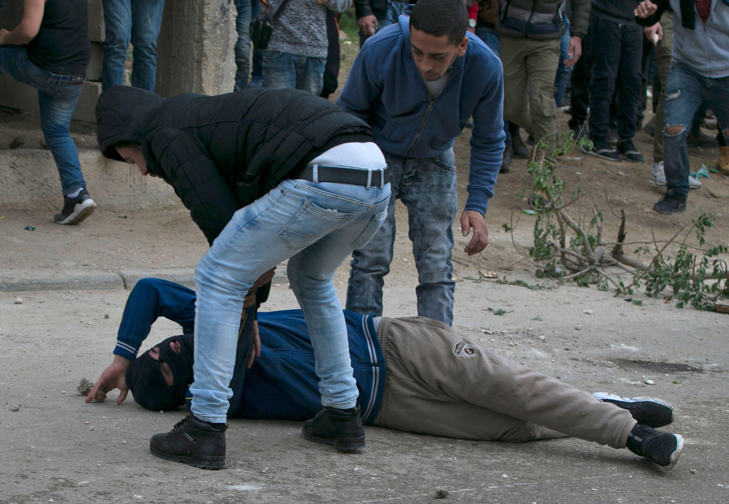 اصابة فلسطينى خلال اشتباكات مع قوات الاحتلال